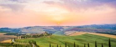 shutterstock 323519972 370x150 - Itinerario in moto lungo le strade della Toscana