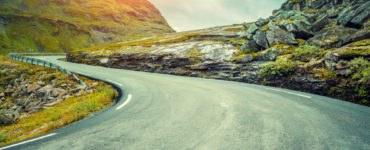 """shutterstock 606589910 370x150 - Le migliori strade """"tutte curve"""" del mondo"""
