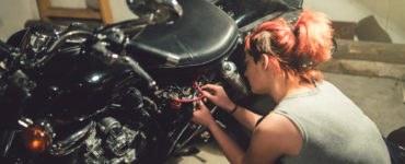 shutterstock 644740564 370x150 - Donne e motociclette, emancipazione su due ruote