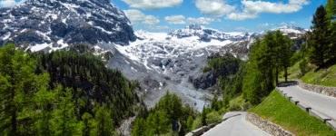 shutterstock 645359074 370x150 - Itinerari in moto sulle Alpi