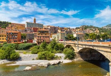 ventimiglia shutterstock 558171418 435x300 - Riviera di Ponente e Costa Azzurra, in moto tra Italia e Francia