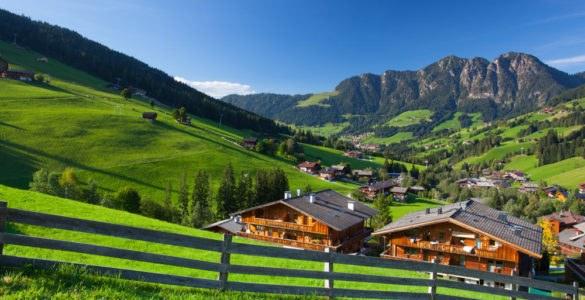 tirolo 543923905 585x300 - L'Austria in moto, itinerario a due ruote da Innsbruck a Linz