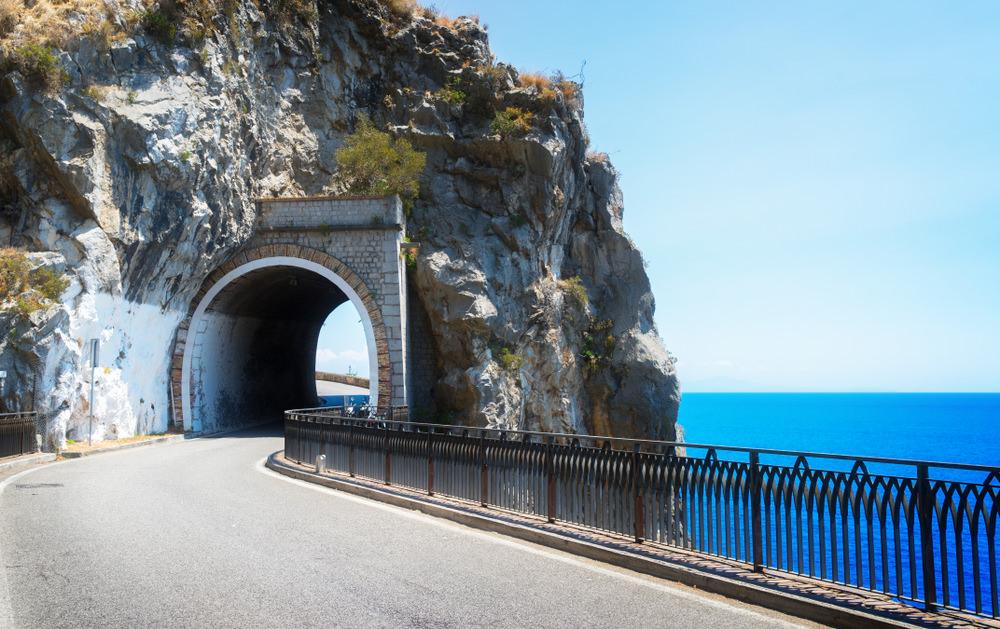 Cartina Costiera Amalfitana E Capri.Costiera Amalfitana In Moto Le Strade Piu Belle Trueriders