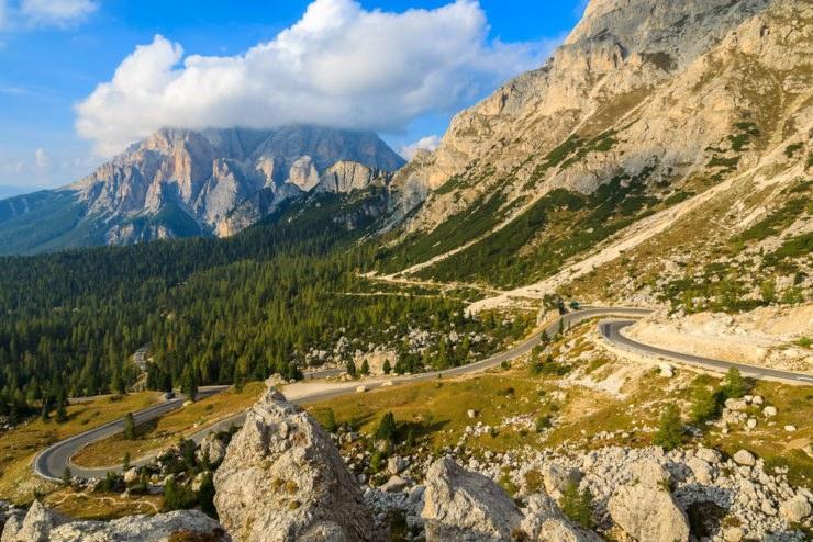 falzarego 1 740x494 - Itinerario in moto tra il Passo Fedaia e il Passo Falzarego