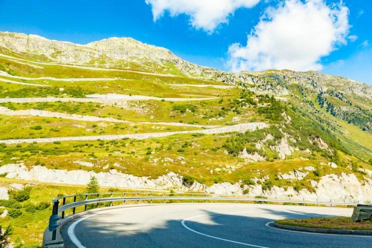 grimselpass 2 740x494 - BonzoTeam, Dolomiti Marathon 2015: in moto sul Grimselpass