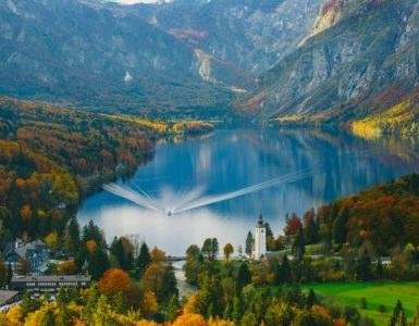 shutterstock 392296423 385x300 - BonzoTeam, Dolomiti Marathon 2015: viaggio in moto in Slovenia e ritorno in Italia