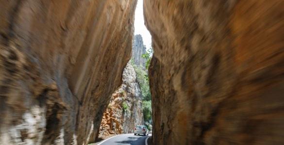 sa calobra 310681967 585x300 - Carretera de Sa Calobra, percorsi stradali in moto in Spagna