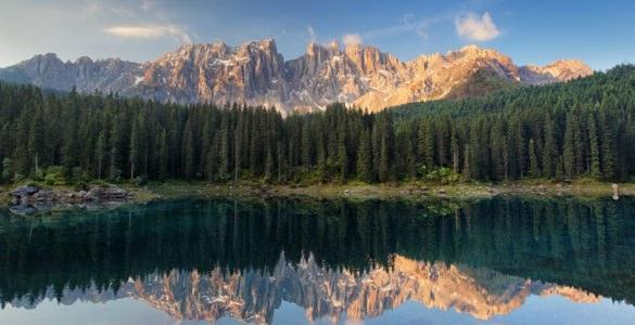 carezza 1 585x300 - Le Alpi di Lorenzo, in moto alla ricerca dei passi più belli