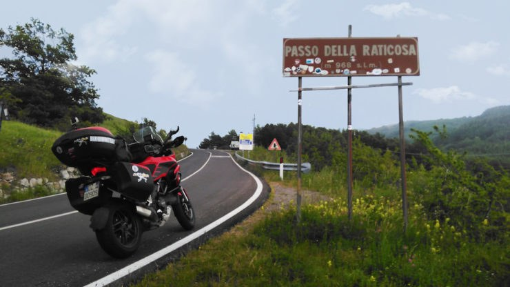 raticosa 1 ritoccata 740x416 - Multipasso, giorno 3 - In moto verso le Dolomiti, da Prato a Pera