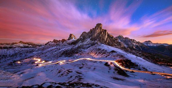 shutterstock 620931716 585x300 - In moto sul Passo Giau: nuovo itinerario sulle Dolomiti