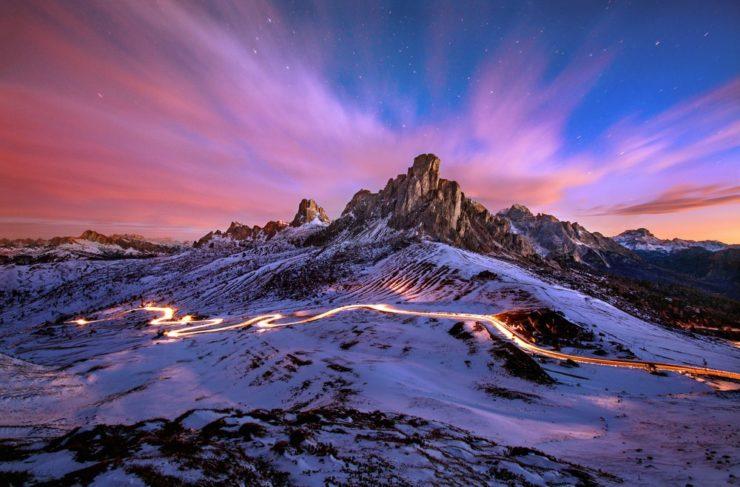 shutterstock 620931716 740x487 - In moto sul Passo Giau: nuovo itinerario sulle Dolomiti