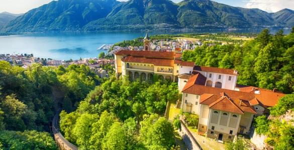 locarno ticino 585x300 - Itinerario in moto sul Ticino: dalla Svizzera all'Italia