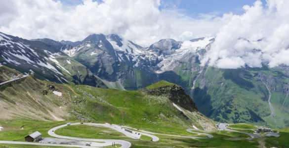 grossglockner 585x300 - Il mitico Grossglockner, in moto sul tetto dell'Austria