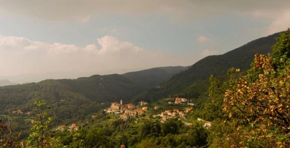 shutterstock 116003695 585x300 - La Liguria in moto: tra le curve dei passi del Faiallo e del Turchino