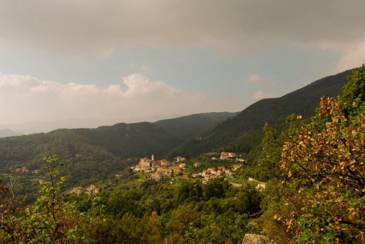 shutterstock 116003695 740x495 - La Liguria in moto: tra le curve dei passi del Faiallo e del Turchino
