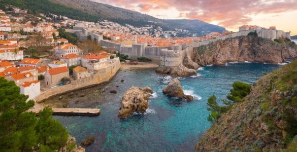 shutterstock 365423060 585x300 - In moto sulla Costa Adriatica, tra Durazzo e Dubrovnik