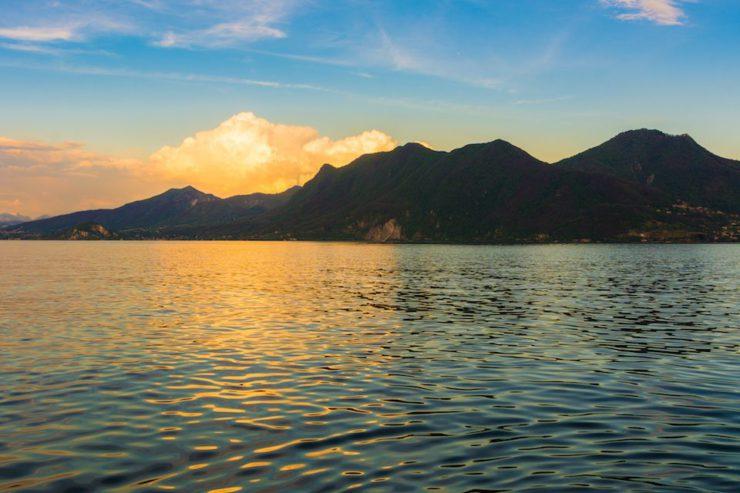 Le Alpi di Piancavallo in moto: il Lago Maggiore al tramonto