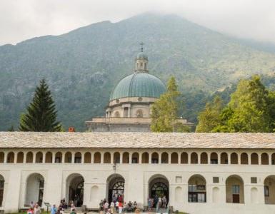 """oropa shutterstock 469744766 385x300 - La Galleria di Rosazza, in moto in Piemonte tra i santuari """"alpini"""""""