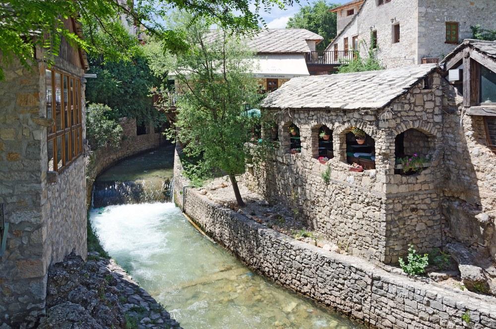 Mostar shutterstock 142658461 - Dubrovnik-Sarajevo, itinerario in moto nei Balcani
