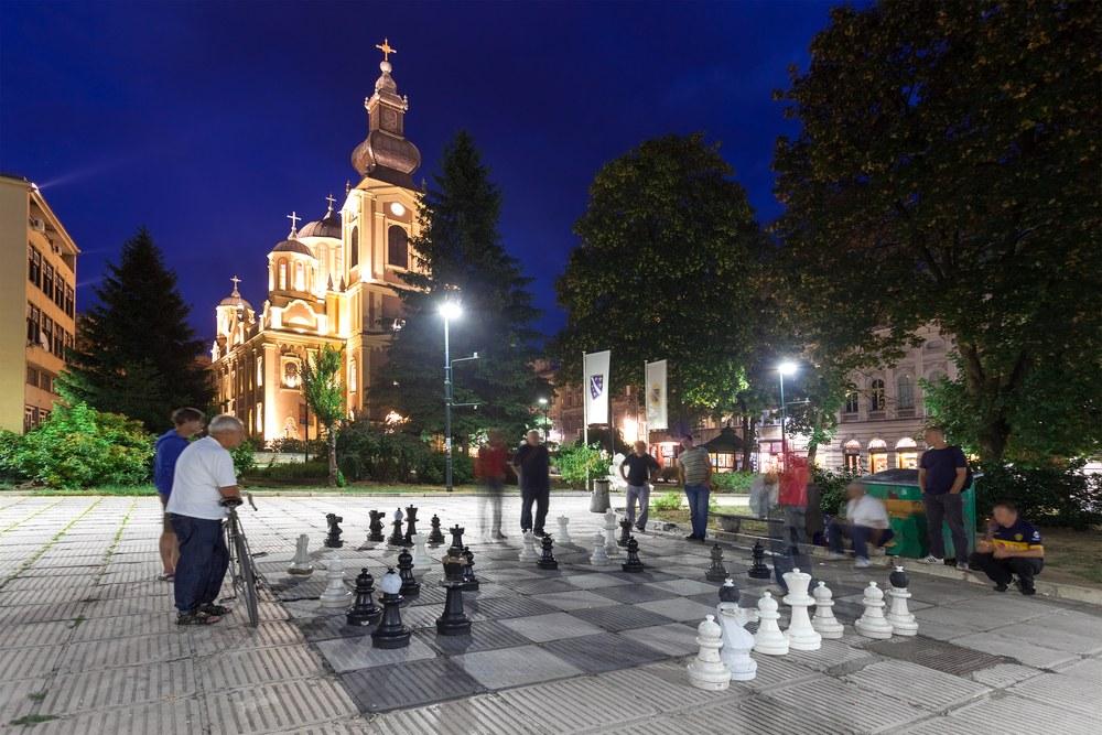 Sarajevo scacchi shutterstock 171389075 - Dubrovnik-Sarajevo, itinerario in moto nei Balcani
