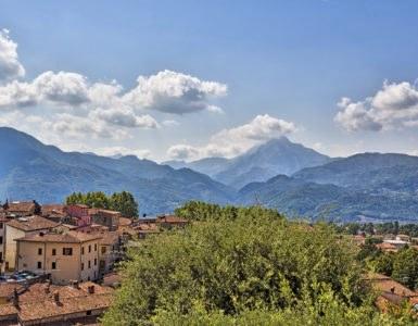 alpi apuane 385x300 - In moto per le Alpi Apuane: un itinerario tra la Toscana e la Liguria