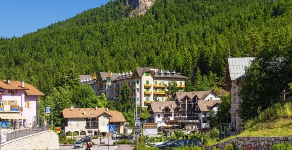 mendola shutterstock 543443593 585x300 - Passo della Mendola, in moto nel Trentino Alto Adige