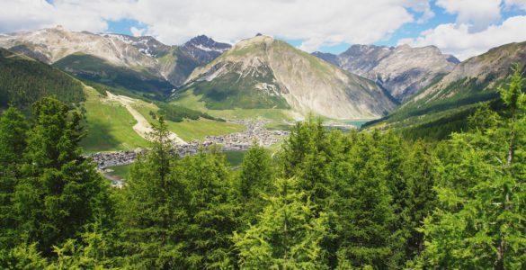 shutterstock 207432934 585x300 - Passo del Foscagno, in moto sulle vette delle Alpi Retiche