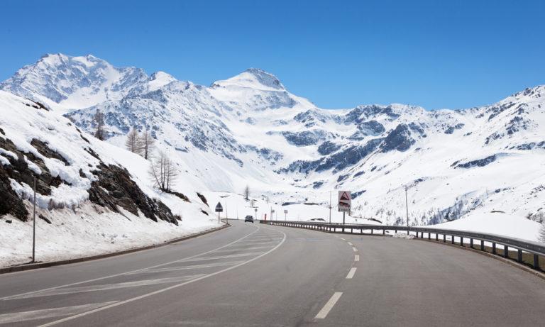 shutterstock 215670175 768x461 - Passo del Sempione in moto, itinerario di viaggio sulle Alpi