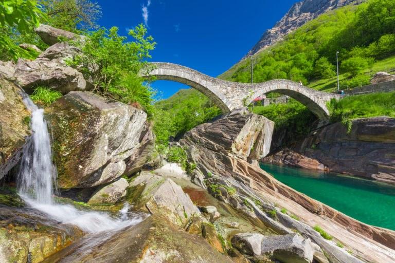 shutterstock 430079833 768x512 - Canton Ticino, in moto nella Svizzera Italiana