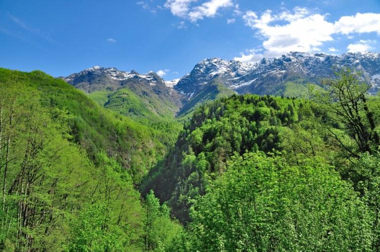 shutterstock 499765657 768x510 - Canton Ticino, in moto nella Svizzera Italiana