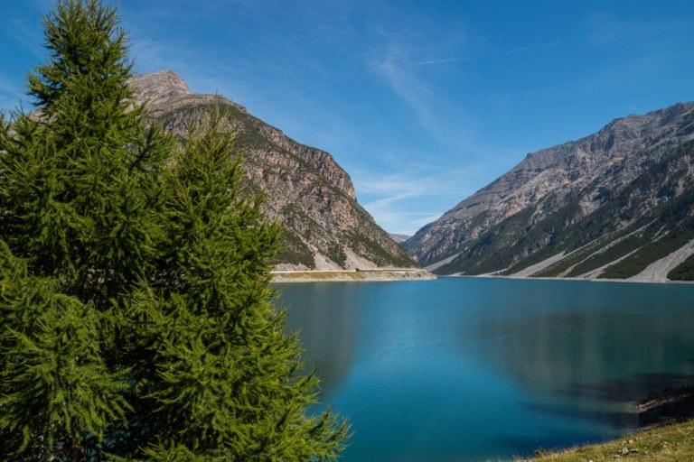 shutterstock 526457941 768x512 - Passo del Foscagno, in moto sulle vette delle Alpi Retiche