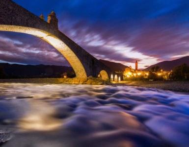 shutterstock 579859918 385x300 - Val Trebbia, itinerario in moto nel genovese