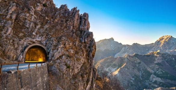 Alpi Apuane, itinerario in moto