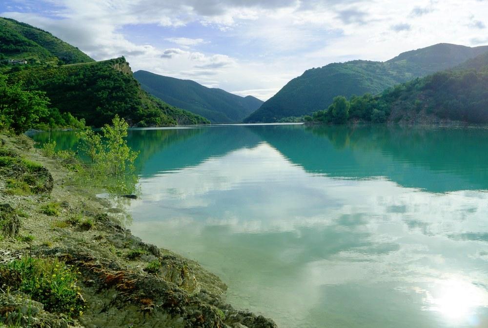 Lago di Fiastra - In moto sulle strade dell'Abbadia di Fiastra