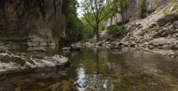 Fiume Genga nei pressi delle Grotte di Frasassi
