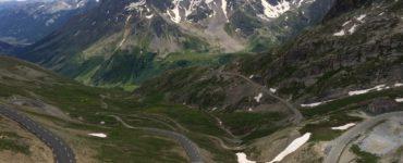 lautaret shutterstock 565062100 370x150 - In moto tra vallate e colli delle Alte Alpi Francesi