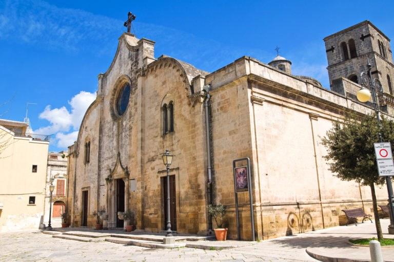 shutterstock 142149019 768x510 - Itinerario in moto in Puglia nel Parco Regionale della Terra delle Gravine