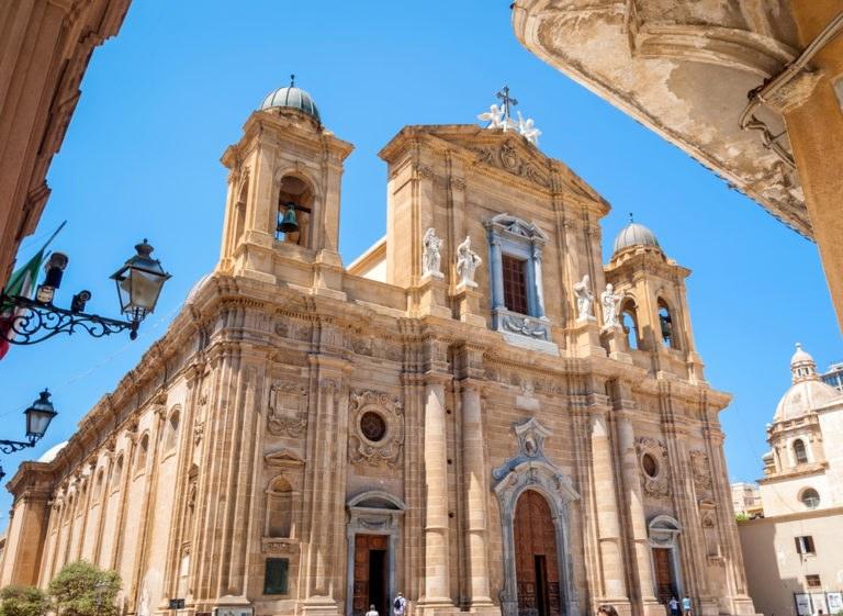shutterstock 354576839 768x561 - La costa trapanese in moto, itinerario di viaggio in Sicilia