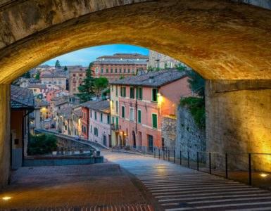 shutterstock 511644913 385x300 - Perugia – Città di Castello, in moto tra borghi e natura dell'Umbria
