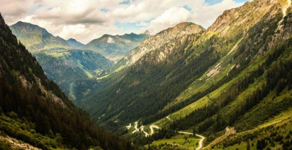 shutterstock 511742833 585x300 - Austria in moto, itinerario sulla Silvretta Bielerhöhe