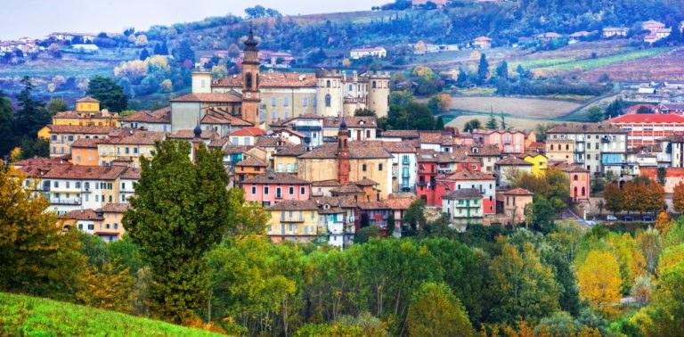 shutterstock 567024886 768x378 - In moto nel Monferrato, tra le strade del Piemonte UNESCO