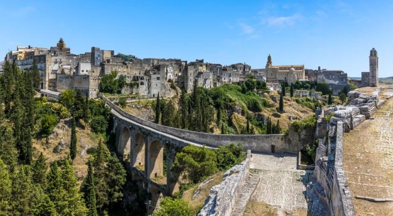 shutterstock 583854124 768x422 - Itinerario in moto in Puglia nel Parco Regionale della Terra delle Gravine