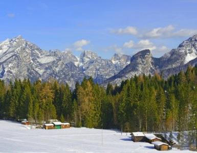 passo cereda hutterstock 384660004 385x300 - A cavallo tra Trentino Alto Adige e Veneto: passo Cereda e le valli incantate di questa zona