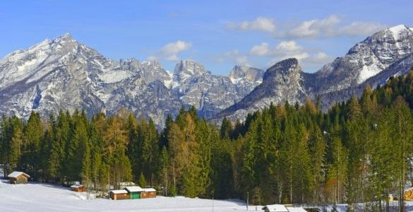 passo cereda hutterstock 384660004 585x300 - A cavallo tra Trentino Alto Adige e Veneto: passo Cereda e le valli incantate di questa zona