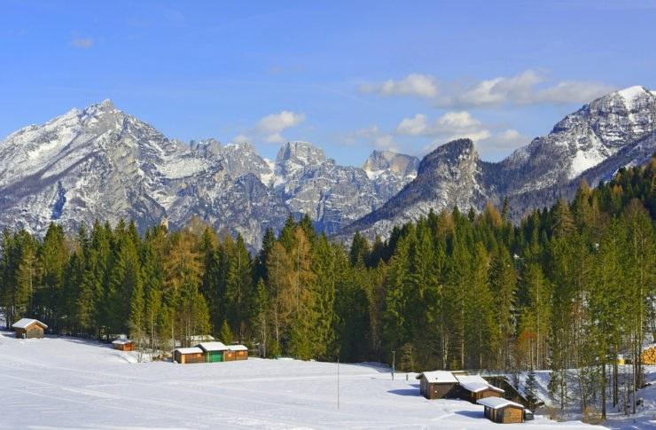 passo cereda hutterstock 384660004 740x485 - A cavallo tra Trentino Alto Adige e Veneto: passo Cereda e le valli incantate di questa zona