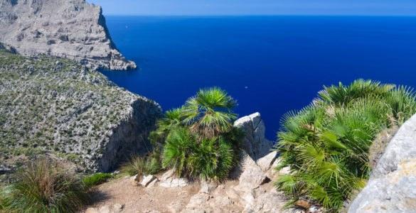 shutterstock 157331324 585x300 - Cap de Formentor, in moto alla scoperta delle Isole Baleari