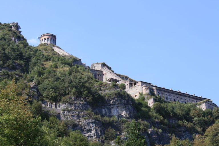 shutterstock 159099995 768x512 - Lago d'Idro in moto, viaggio tra le Alpi di Lombardia e Trentino