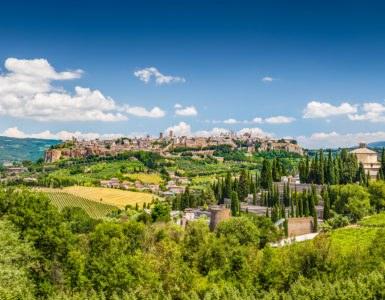 shutterstock 210105079 385x300 - Lago di Corbara, itinerario in moto nella natura dell'Umbria