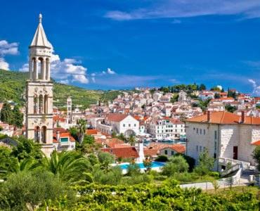 Hvar, in moto alla scoperta dell'Isola lunga della Croazia