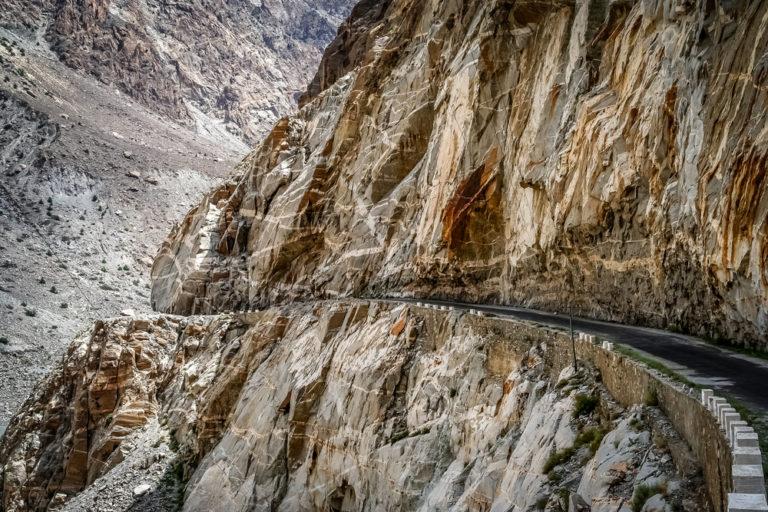 shutterstock 398161135 768x512 - Strada del Karakorum, alla scoperta delle vette di Pakistan e Cina